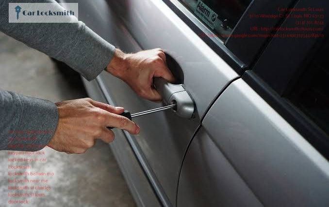 Car Locksmith St Louis 10 678x428 - Why Should You Hire A Licensed Car Locksmith Services in St. Louis, MO?